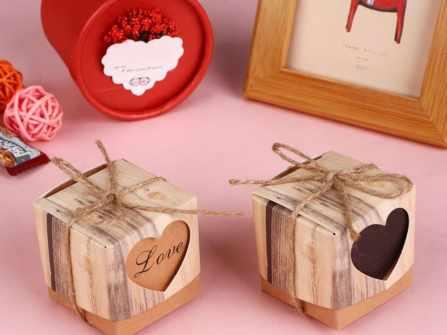 Top 10 món quà tặng bạn gái dễ ghi điểm và ý nghĩa nhất