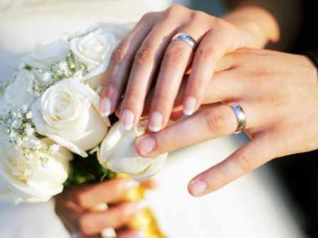 Đeo nhẫn cưới vị trí nào là tốt nhất cho quan hệ vợ chồng?