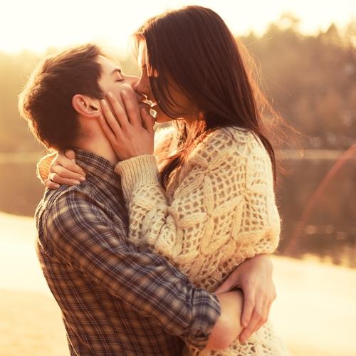 Hôn vợ mỗi sáng và ít nhất 3 lần mỗi ngày giúp chồng khoẻ mạnh Marry