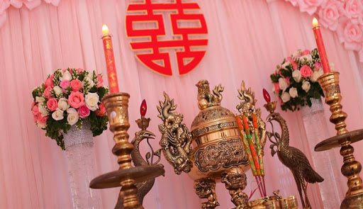"""Cùng tìm hiểu cách trang trí bàn thờ gia tiên đám cưới để tránh """"bỡ ngỡ"""" Marry"""
