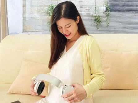"""Đông Nhi tiết lộ bé trong bụng có đặc điểm chuẩn """"con nhà nòi"""", phát hiện từ buổi tụ tập cùng """"Gia đình văn hoá"""""""