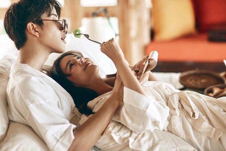 """3 cách """"đổi gió"""" ngay trên chiếc giường quen thuộc khiến chàng say mê ngất ngây Marry"""