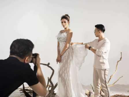 Hậu trường chụp ảnh: Hé lộ hình ảnh váy cưới độc quyền của NTK Phan Anh Tuấn dành cho siêu mẫu Võ Hoàng Yến
