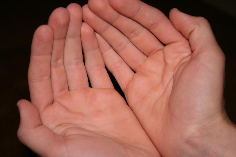 Người sở hữu lòng bàn tay màu đỏ tươi luôn tràn đầy năng lượng, sức khỏe tốt Marry