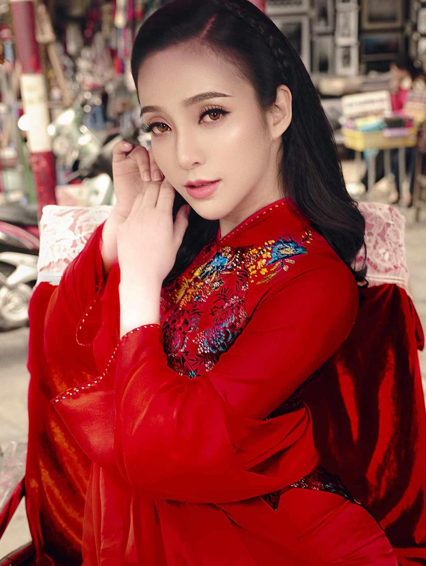Áo dài cưới gấm đỏ - nét đẹp truyền thống sang trọng cho cô dâu Marry