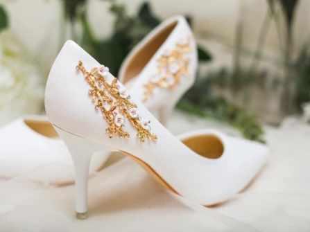 Mỗi cô dâu đều muốn có một đôi giày thiết kế dành riêng cho mình