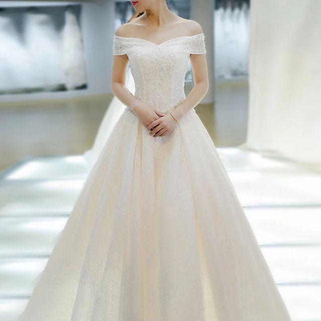 Váy cưới sang trọng trễ vai 2 Marry