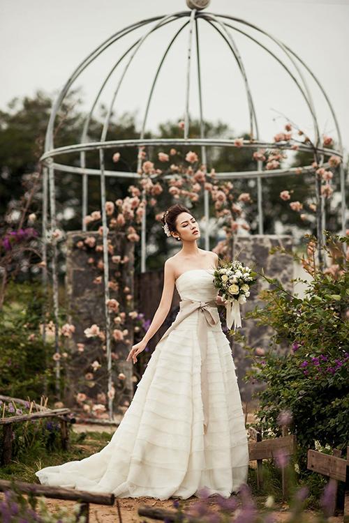 Váy cưới đơn giản sang trọng chữ A 4 Marry