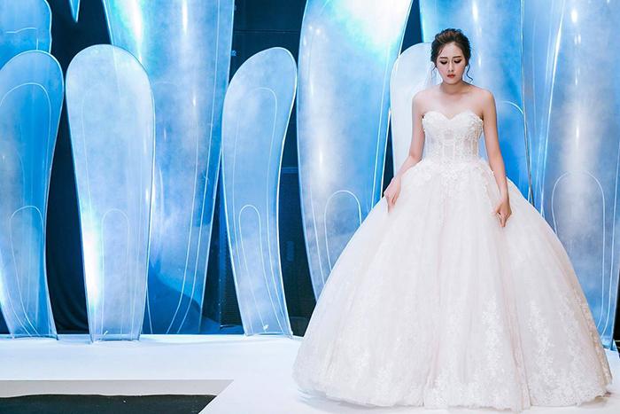 Váy cưới đơn giản sang trọng cúp ngực 4 Marry
