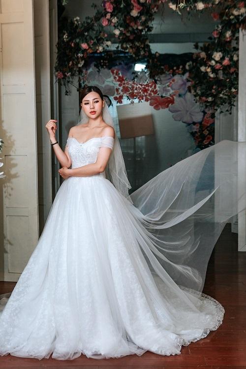 Váy cưới đơn giản sang trọng trễ vai Marry