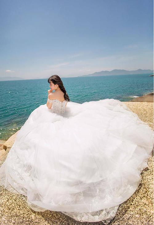 Váy cưới đơn giản sang trọng trễ vai 4 Marry