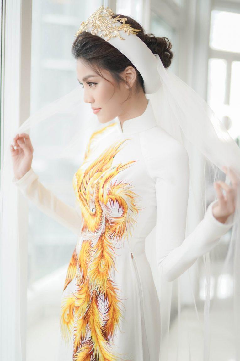 Trang điểm như thế nào khi mặc áo dài cưới đơn giản? Marry