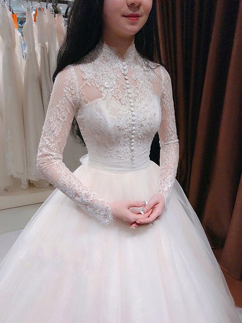 Váy cưới đơn giản sang trọng cổ điển Marry