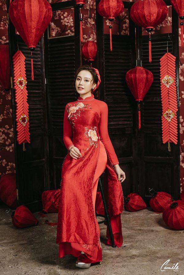 Mẫu áo dài cưới lụa đỏ đính ngọc 2 Marry