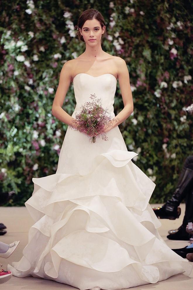 Váy cưới sang trọng xếp tầng Marry