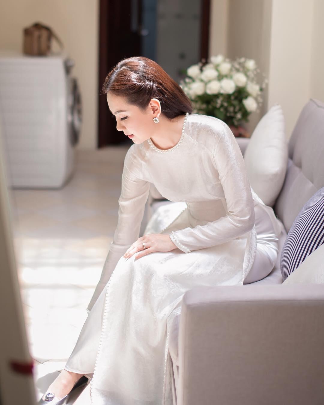 Màu sắc của áo dài đám hỏi đơn giản Marry