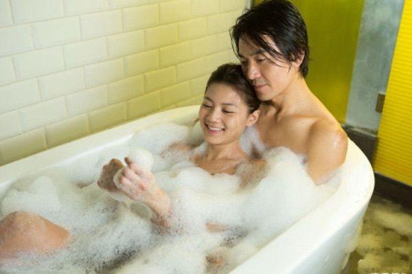 """Nhận biết đàn ông thật lòng khi cuộc """"yêu"""" tàn: giữ ngủ lại, tắm chung. Marry"""