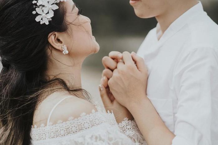 5 điều đàn ông cực kỳ thích làm khi ở gần vợ, điều thứ 4 thật sự bất ngờ Marry