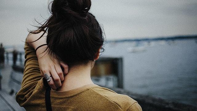 18 dấu hiệu chứng tỏ bạn đang yêu một người không còn yêu bạn Marry