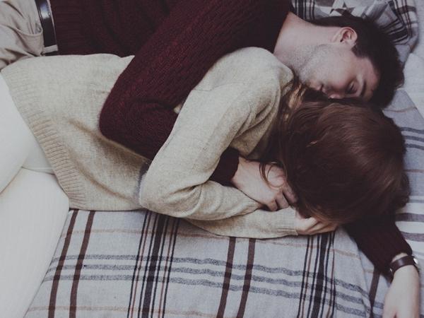 8 thói quen khi ngủ của các ông chồng yêu vợ, bắt buộc phải có cái thứ 4 Marry