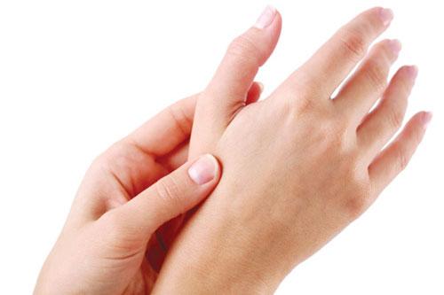 Nhân tướng học: phụ nữ có nốt ruồi ở bàn tay hôn nhân cực hạnh phúc Marry