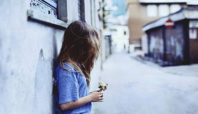Dấu hiệu một người đã cô đơn quá lâu: thích giả khờ, cực kỳ nhạy cảm Marry