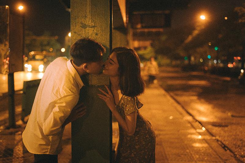 Được anh cõng dạo bước trên con đường đêm Marry