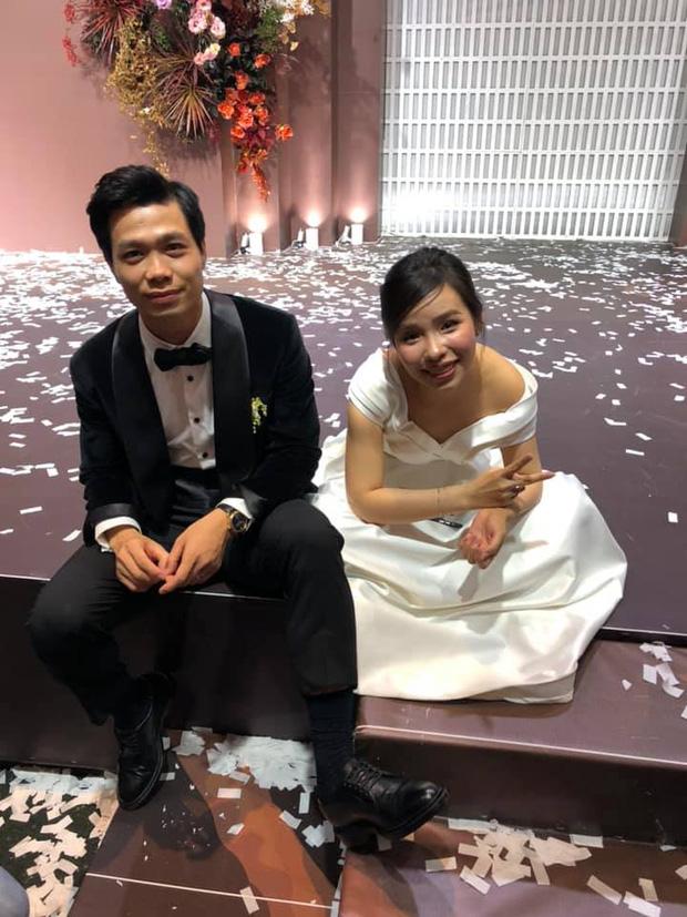 """Khoảnh khắc Viên Minh """"xả vai"""" cô dâu Marry"""